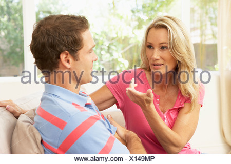 Couple Having Argument At Home Banque D'Images