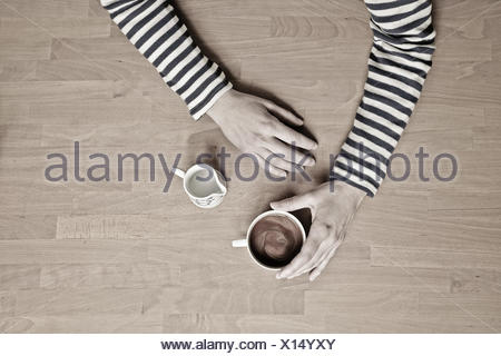 USA, Wyoming, Woman holding tasse de café Banque D'Images
