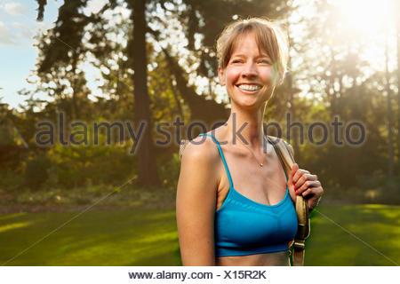 Portrait of smiling female runner in park Banque D'Images