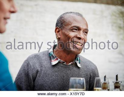 Senior man smiling, portrait Banque D'Images