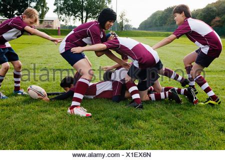 La pratique de l'équipe de rugby d'écolier d'adolescent Banque D'Images