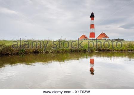 Westerheversand Phare sur la péninsule d'Eiderstedt, avec un reflet, Frise du Nord, Schleswig-Holstein, Allemagne, Europe Banque D'Images
