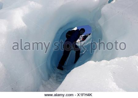 Randonnée à travers le glacier Franz Josef Glacier est une attraction majeure de l'île Sud de la Nouvelle-Zélande. Une source d'inspiration monter au Banque D'Images