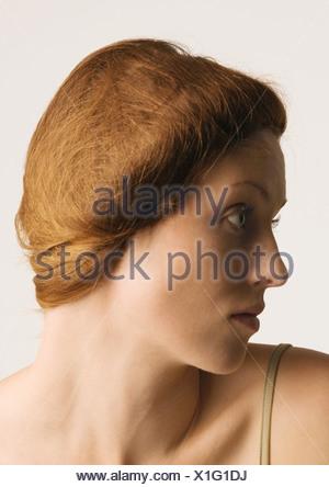 Femme aux cheveux en arrière, profil Banque D'Images