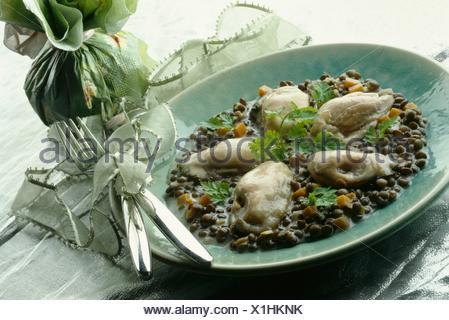 Les huîtres chaudes avec les lentilles crémeux