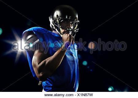 Portrait de joueur de football américain casque port