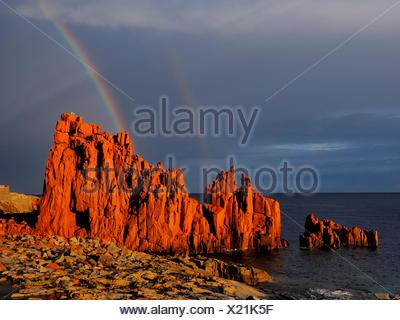 Plage de Rocce Rosse, roches de porphyre rouge, Italie, Sardaigne, Arbatax Banque D'Images