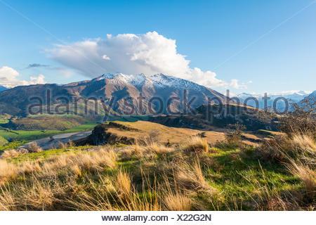 Vue des montagnes de neige, le lac Wanaka, pic rocheux, Glendhu Bay, Otago, Nouvelle-Zélande, Southland