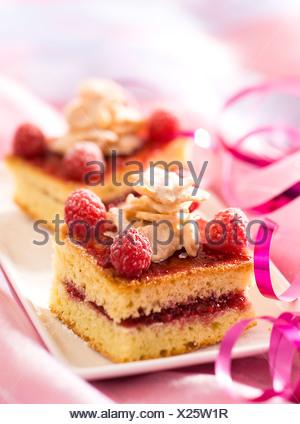 Gâteau au chocolat blanc et framboises Banque D'Images