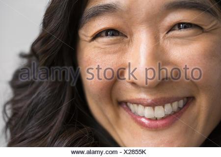Close up portrait of smiling woman Banque D'Images