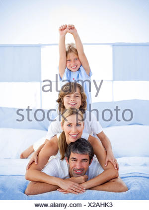 Jolly happy family having fun Banque D'Images
