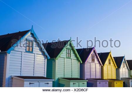 L'Angleterre, Essex, Mersea Island, cabines de plage Banque D'Images