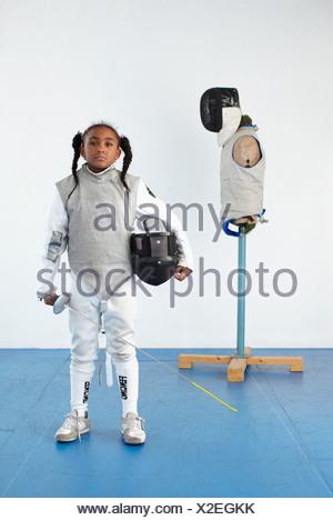 Portrait de jeune fille dans le pignon d'escrime Banque D'Images