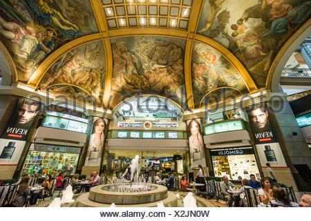 Galerias Pacifico, obra del Ingeniero Emilio agrelo y el arquitecto parmesano roland le vacher, fresques en la de la cúpula central de galerías. el Banque D'Images
