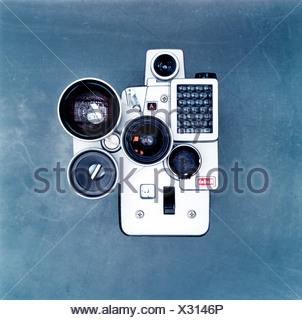 Studio shot of old fashioned camera Banque D'Images