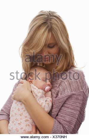 Mother holding newborn baby daughter Banque D'Images
