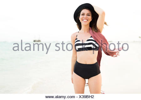 Woman in bikini relaxing on beach Banque D'Images