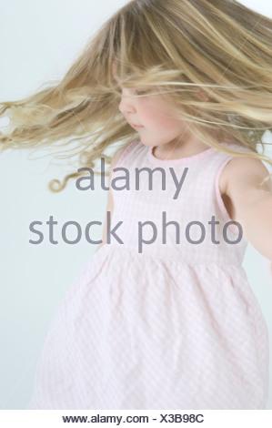 Portrait of little girl dancing Banque D'Images