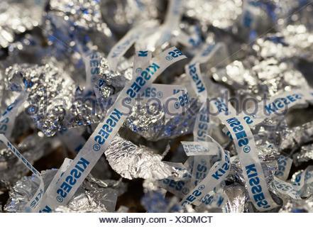 Kiss hersey jetés wrappers suggérant une consommation excessive de chocolat. Banque D'Images