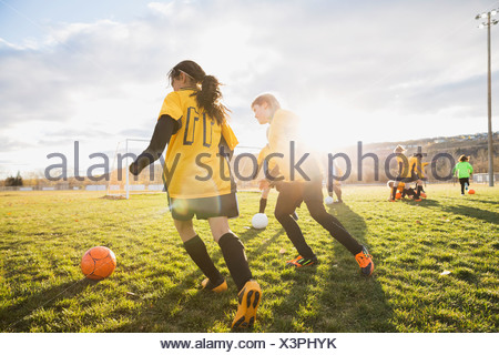 Pour pratiquer des exercices de football sur terrain Banque D'Images