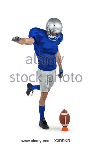 8b12a38747 ... American football player kicking ball Banque D'Images American football  player kicking ball; Joueur de football américain d'hommes portant des  lunettes ...