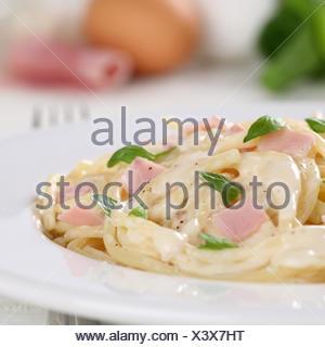 Spaghetti Carbonara Pâtes Nudeln mit Schinken Gericht Banque D'Images