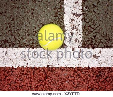 Balle de tennis en ligne Banque D'Images