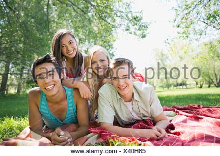 Portrait of happy woman outdoors Banque D'Images