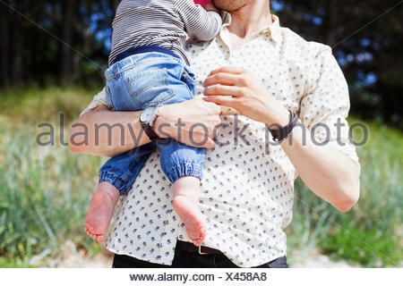 Man holding baby boy at beach Banque D'Images