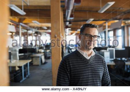 Portrait serious businessman in office Banque D'Images