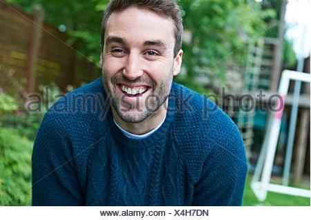 Man in garden Banque D'Images