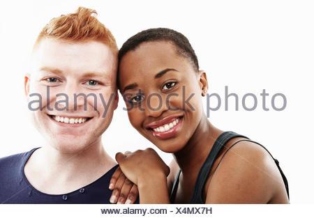 Studio portrait of smiling young couple Banque D'Images