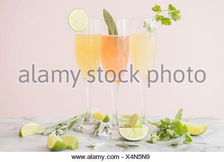 Studio shot de rafraîchissants cocktails Banque D'Images