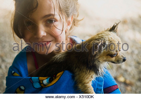 Girl et Little Dog Banque D'Images