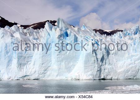La formation de glace spectaculaires raide Banque D'Images