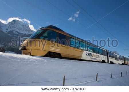 Saanenland, express, Golden Pass, Rougemont VD, montagne, montagnes, Winters, gare, train, chemin de fer, canton, VD, Vaud, Banque D'Images