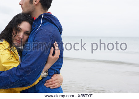 Couple on beach in love Banque D'Images