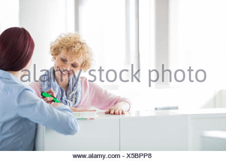 Businesswomen discussing in creative office Banque D'Images