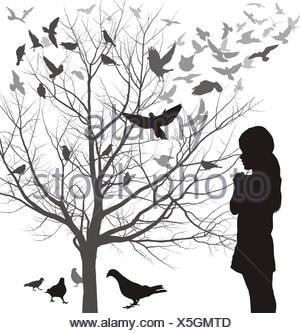 Une fille admire les oiseaux Banque D'Images