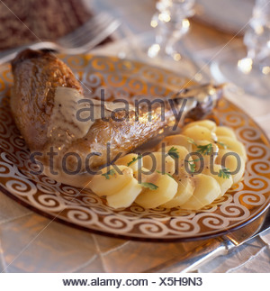 La pintade jambe avec sauce au foie gras