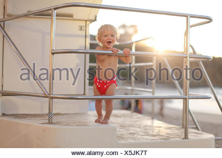 Boy standing on lifeguard tower Banque D'Images