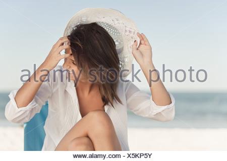 Femme sur la plage Banque D'Images