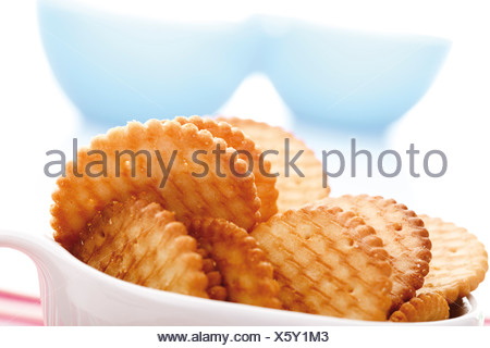 Cracker in bowl, close-up Banque D'Images