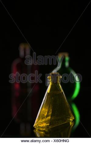Trois bouteilles sur noir