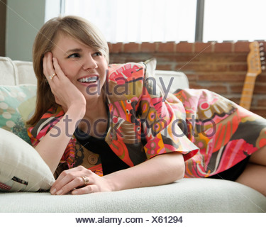 Young woman relaxing on sofa Banque D'Images