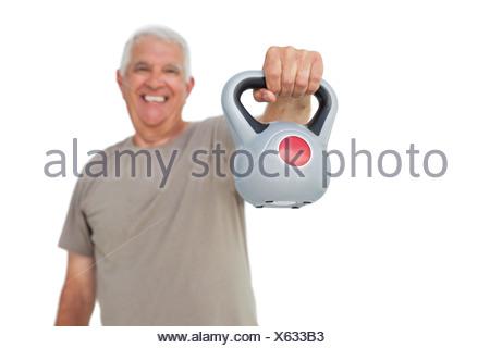 Portrait of a senior man exercising with électrique bell Banque D'Images
