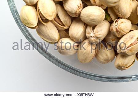 Bol en verre de pistaches Banque D'Images