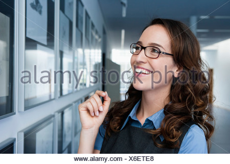 Germany, Bavaria, Diessen am Ammersee, Close up of businesswoman, smiling Banque D'Images