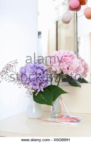 Fleurs en vase en verre Banque D'Images