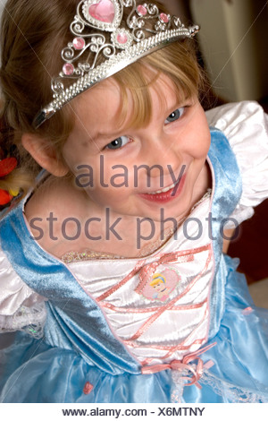 Portrait of a cute little girl in princess dress smiling Banque D'Images